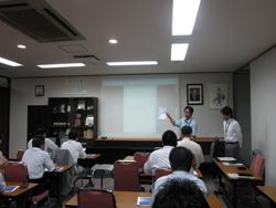 講演する日本テクノの樋口氏