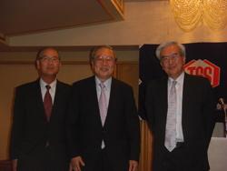 西山理事長(中央)と藤田副理事長(右)、山口副理事長(左)