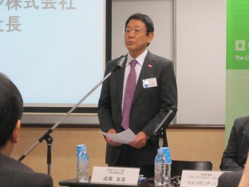 挨拶するBASFジャパン代表取締役社長成尾友良氏