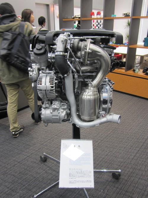 エンジンカバーなどの樹脂部分にBASFのエンプラが使用されている