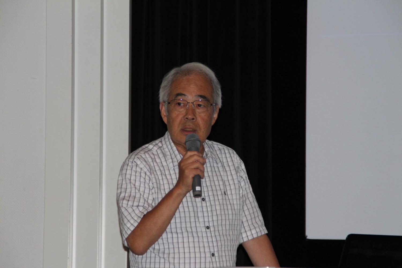 開会のあいさつする西川会長