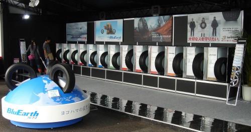 ヨコハマPRブースの市販用タイヤコーナー(2011年)