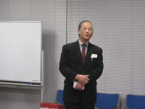 挨拶する五十野善信日本ゴム協会関東支部長