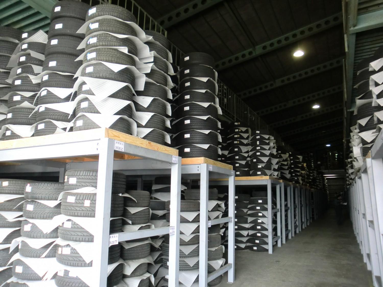 岩槻営業所のタイヤ保管倉庫