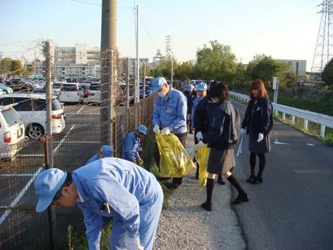 東海ゴム 本社・小牧製作所周辺を従業員が清掃