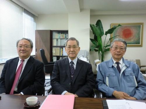 左・石田新社長、中央・中村会長、右・飯澤社長