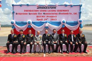 定礎式の様子。左から5番目が代表取締役CEO津谷正明氏