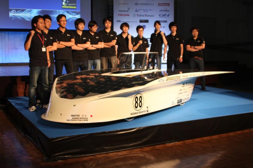 WSCに参戦する工学院大のチームと新開発のソーラーカー