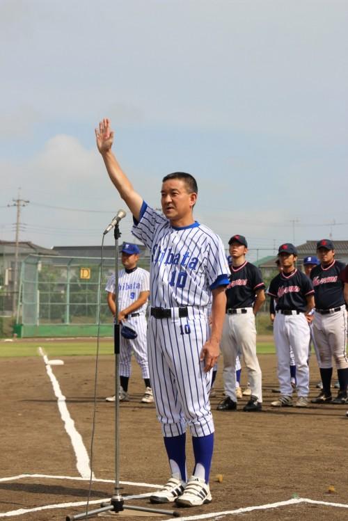 選手宣誓するシバタチームの加藤良一キャプテン