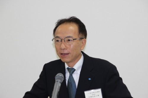 来賓あいさつする中瀬古広三郎日本ゴム協会副会長