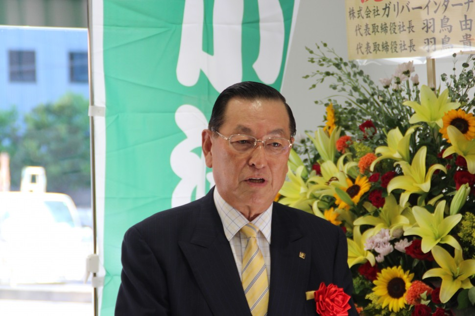 あいさつするかどや製油㈱の小澤二郎代表取締役社長