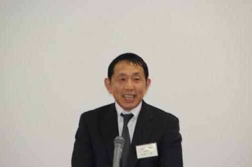来賓あいさつする山内大阪ゴム工業会副会長
