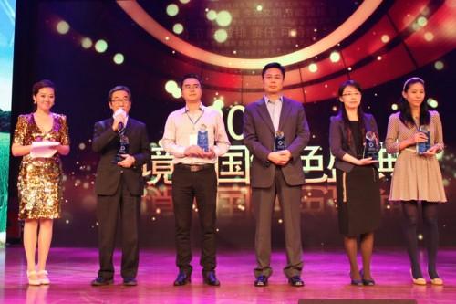 表彰式に参加した田中孝一優科豪馬橡膠有限公司董事長(左から2人目)