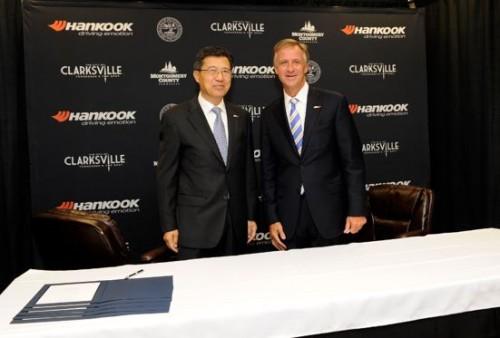 徐承和副社長兼CEOとビル・ハスラムテネシー州知事