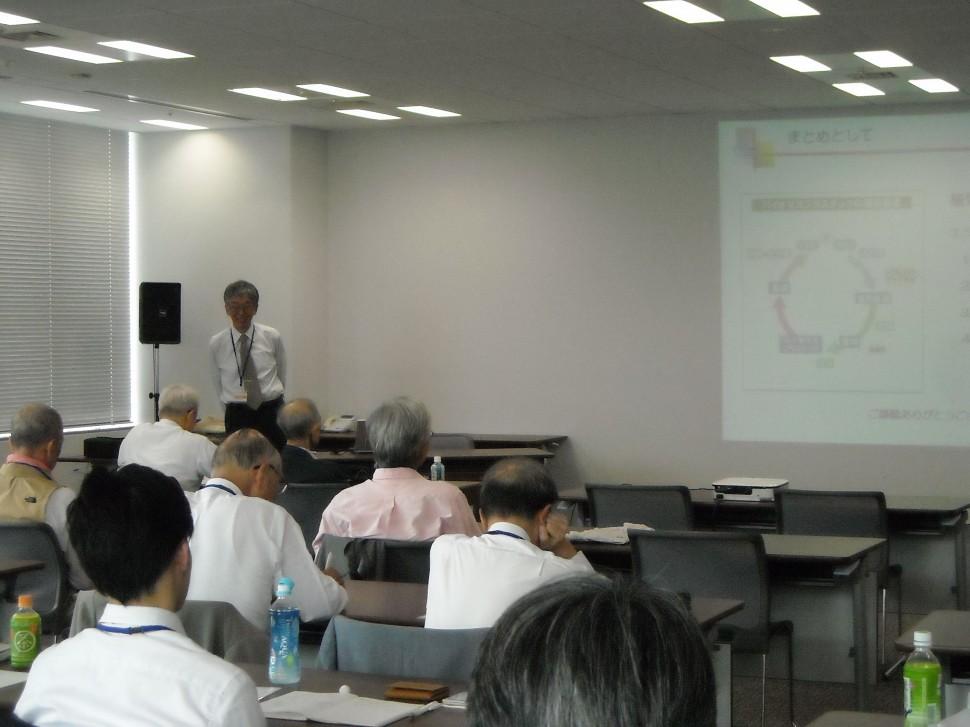 講演後、参加者からの質問に答える古川睦久・長崎大学名誉教授