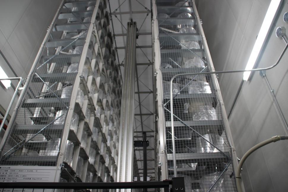 新工場の自動ラック倉庫