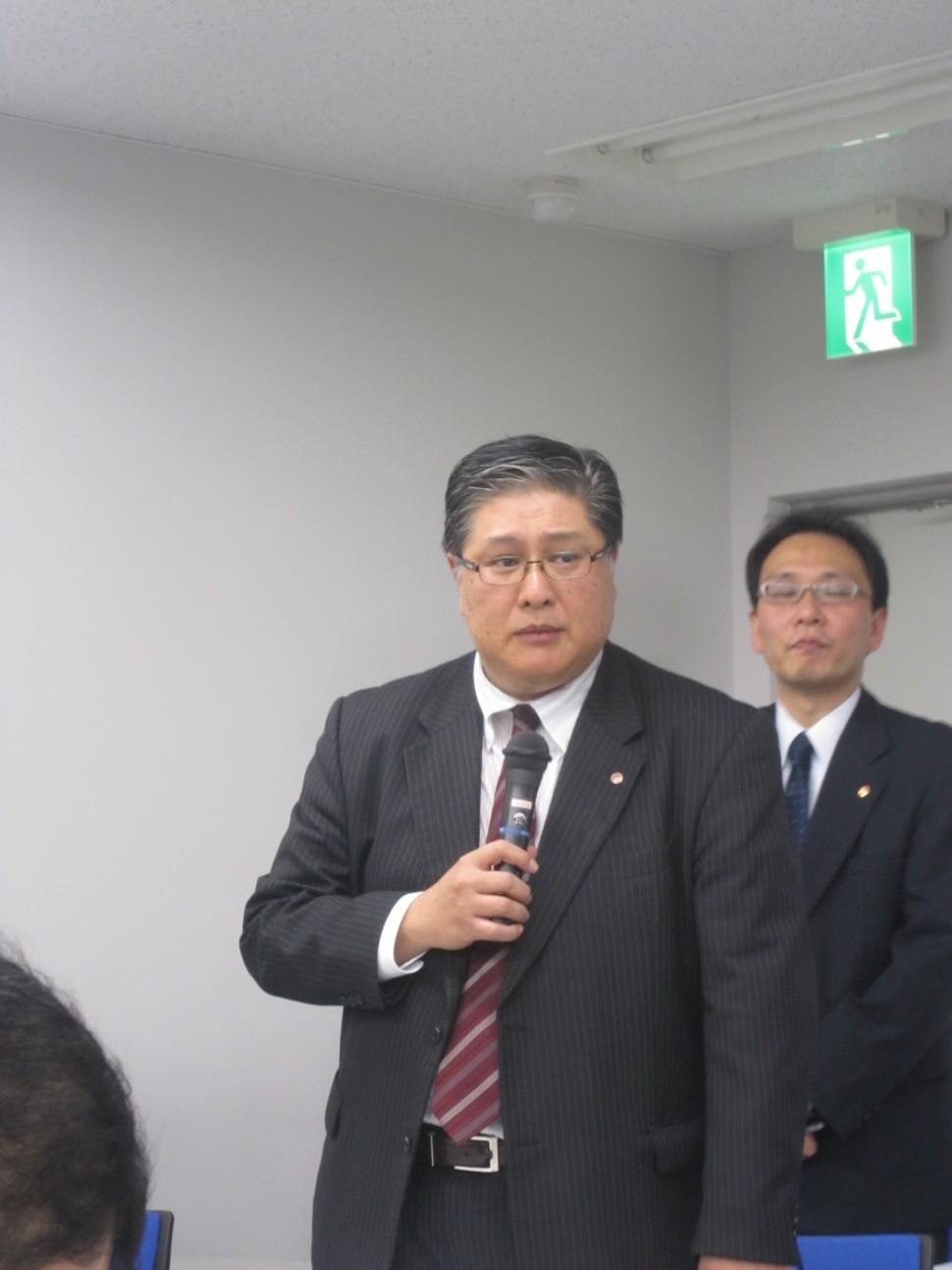 出席者からの質問に答える伊藤社長