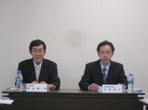会見を行う奥田慶一郎専務理事(左)と寺西克之統計調査部会長