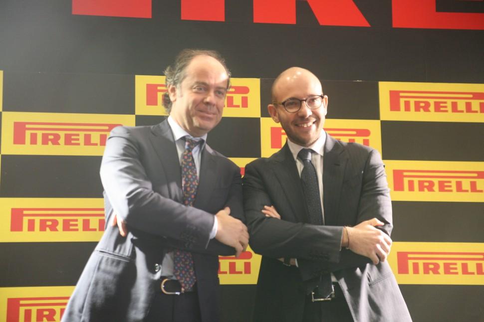 新社長のポンツォーニ氏(右)とマルコ・エッリ元社長(左)