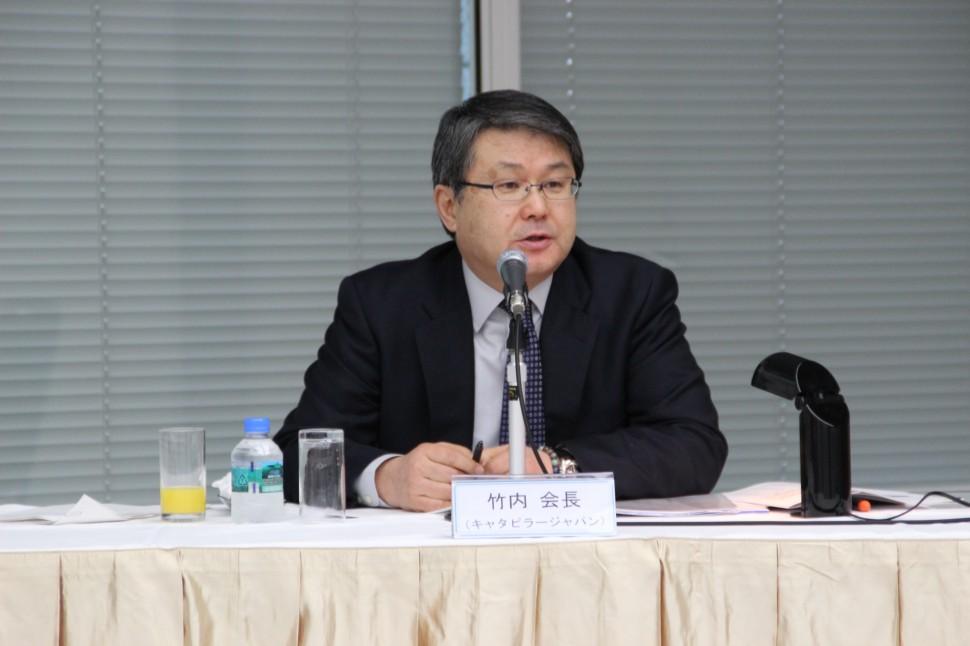 記者会見を行う竹内会長