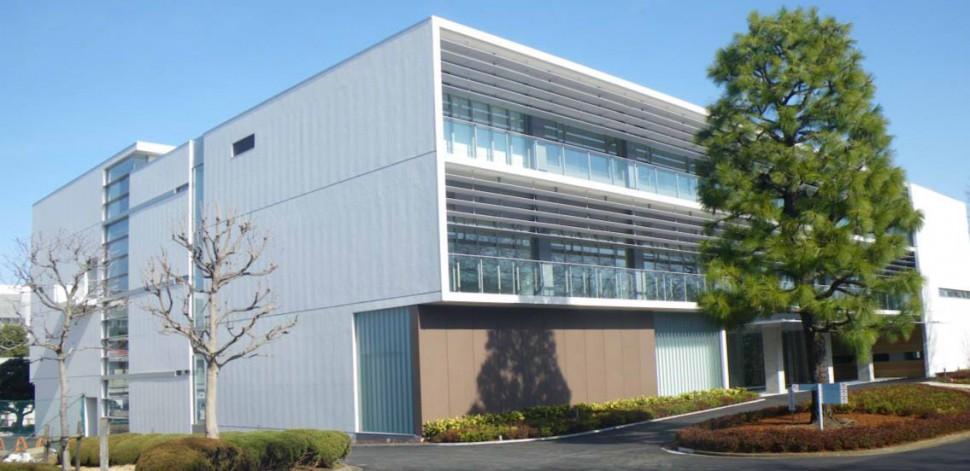 完成間近のデンカイノベーションセンター本館