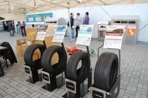 海老名SAで展示されたタイヤ製品