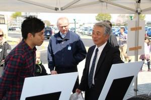 低燃費タイヤの特性を説明するヨコハマタイヤジャパンの高岡洋彦社長