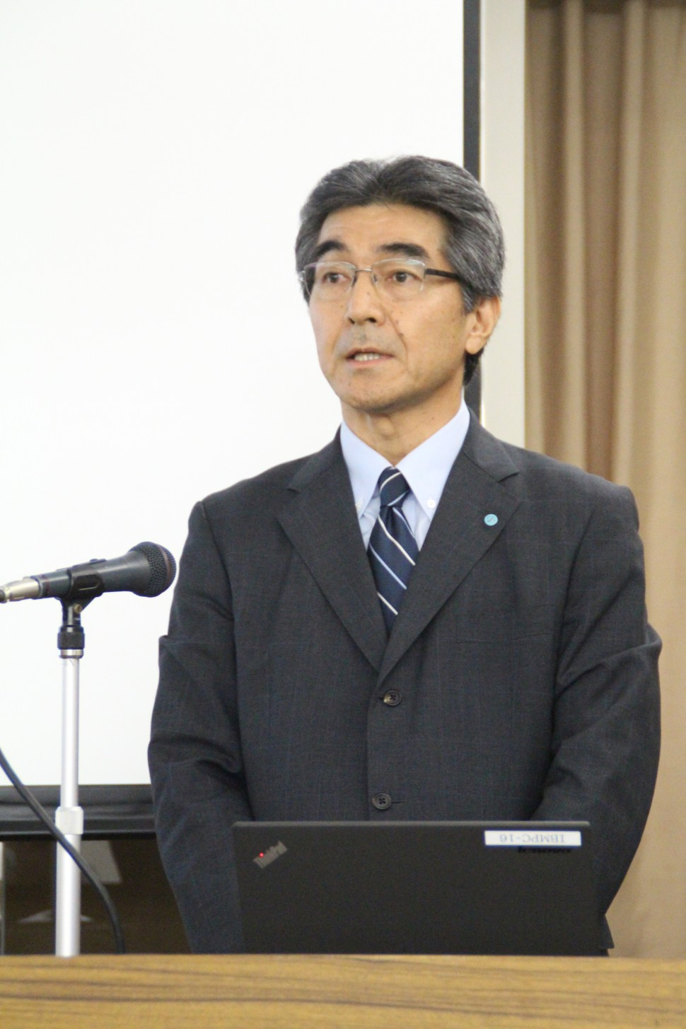 説明を行う齋藤祐二・執行役員経営企画部長