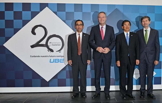 左からUCE野嶋社長、バレンシア州アルベルト・ファブラ知事、宇部興産竹下社長、カステジョン市バタジェール市長