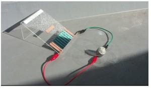 新規材料を使って試作した有機太陽電池の実証実験