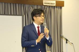マーケティングの解説をする田邊講師
