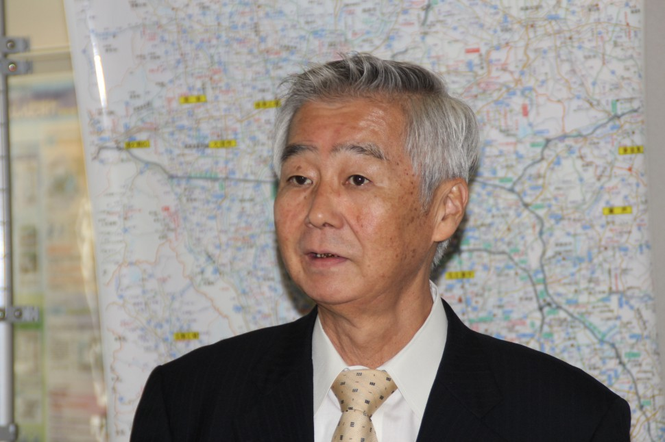 柿木記念館について語る大橋社長