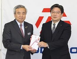 大谷公民館にて(左)菅原市長(右)宮﨑副社長