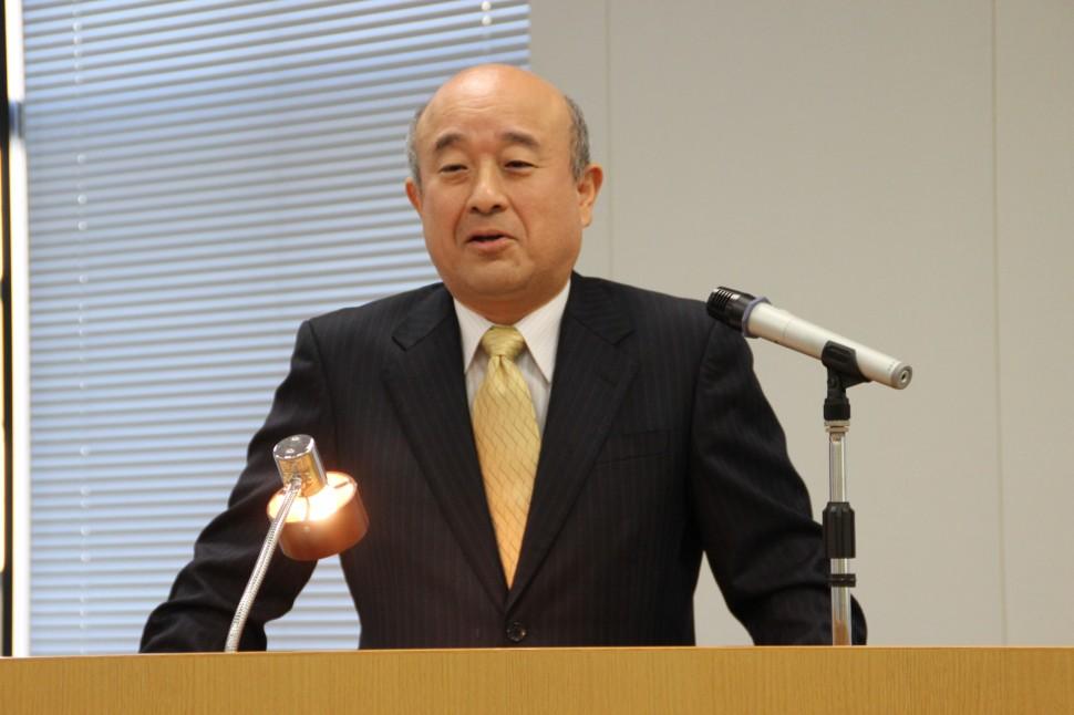 下期の見通しと中長期戦略を説明する神田社長