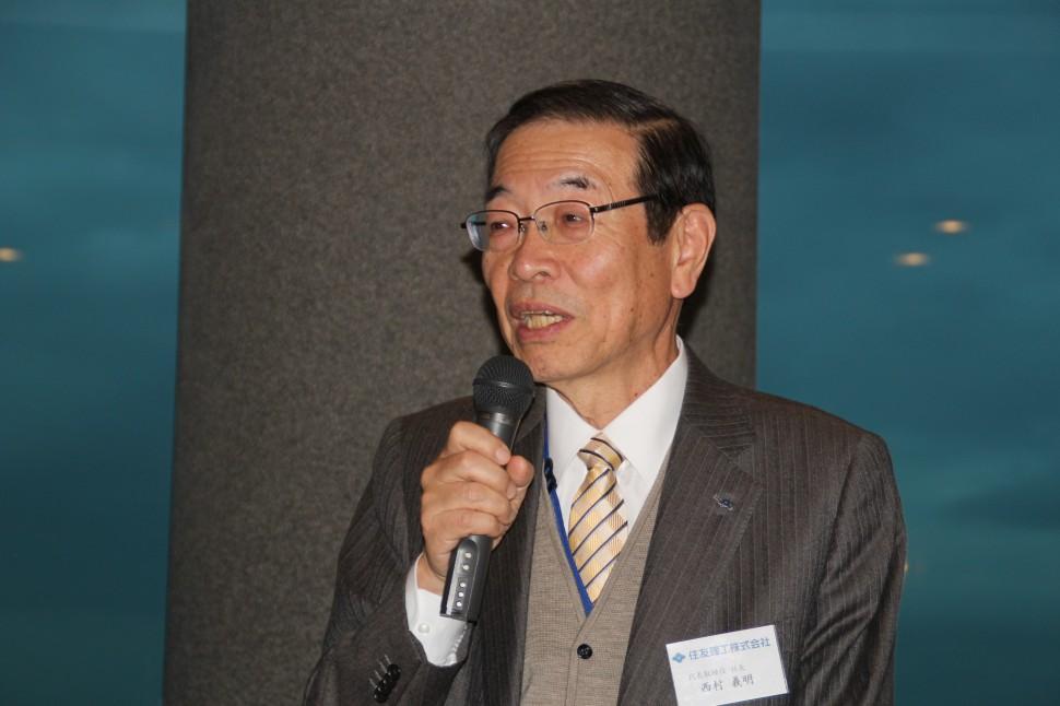 経営戦略について述べる西村社長