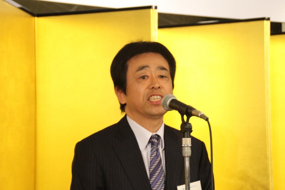 あいさつする川島理事長