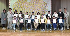 昨年の表彰の様子(大原間小学校)