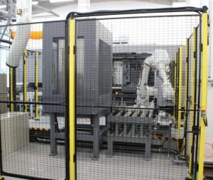 試作品を製造するハイブリッド成形機