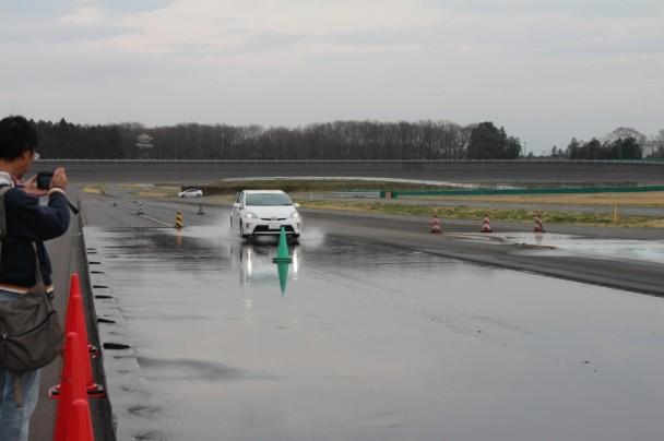 80キロから緑のパイロンの位置でフルブレーキをかける