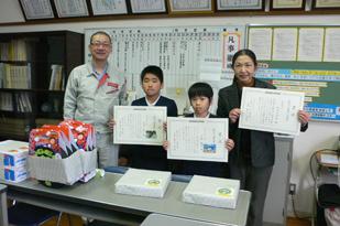 表彰の様子(大浜小学校)