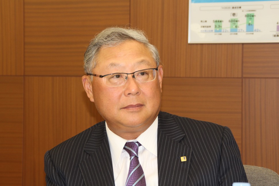 増収増益の概要を解説する新田社長