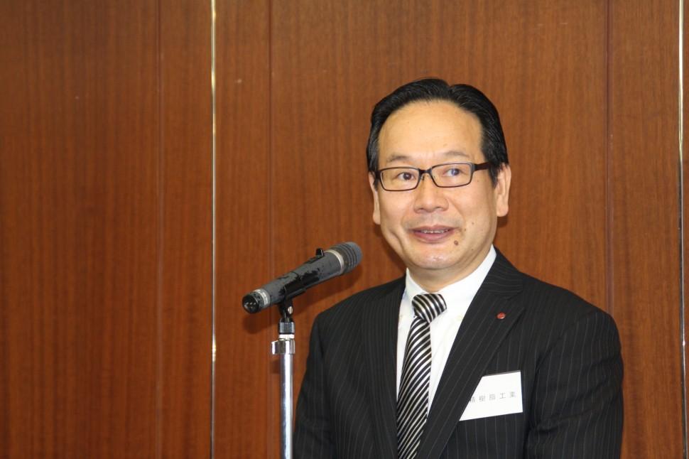業界の現状を語る依田会長