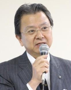 16年3月期の計画を説明する伊藤社長