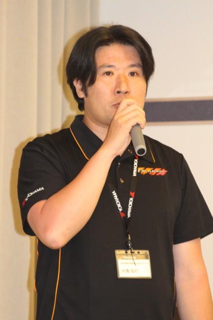商品企画について説明するタイヤ企画本部 消費財製品企画部 製品企画2Gの小島弘之氏