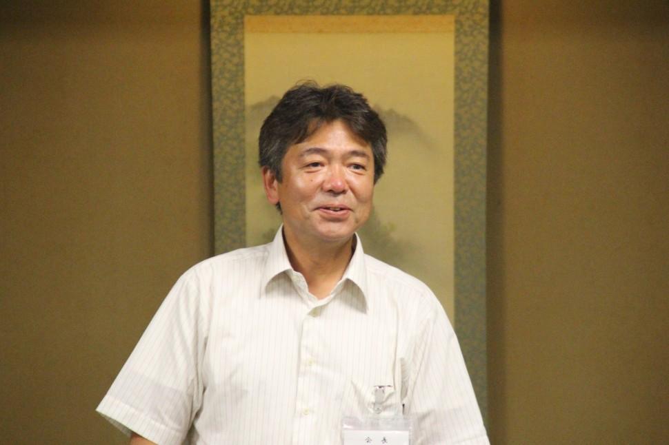 墨東地区のゴム企業の現況を述べる杉本会長