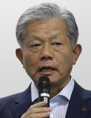 事業合理化について説明する長坂社長