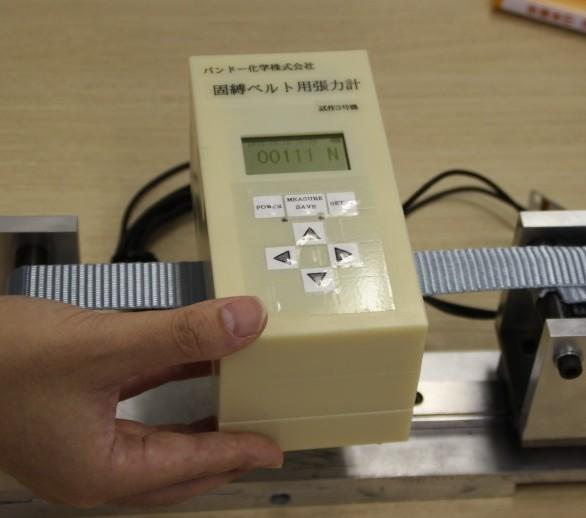 業界初の「固縛ベルト用張力計」