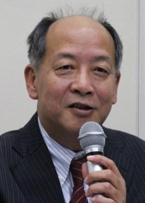 記者の質問に答える平野上席執行役員