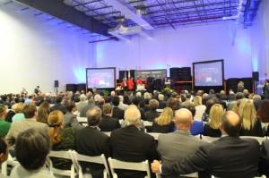 開所式には州関係者など300名が出席した