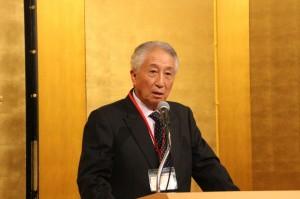 ヤマカミ野球部の優勝を称える塩谷副会長